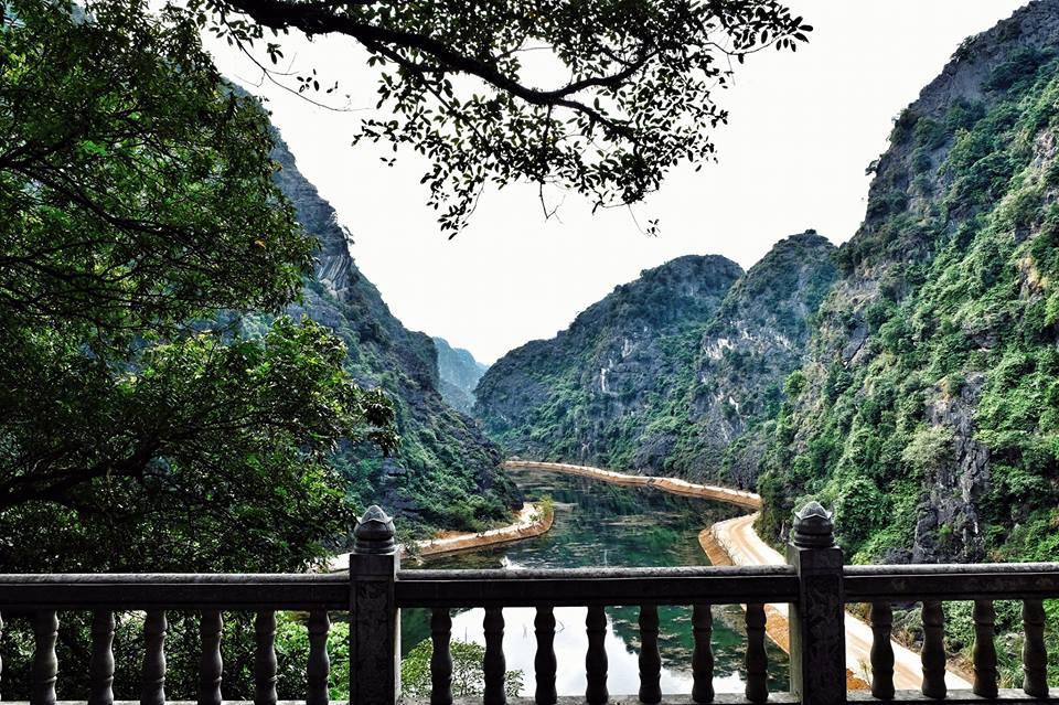 Tuyệt Tình Cốc Ninh Bình Sông Xanh Chảy Siết Trập Trùng Núi Non