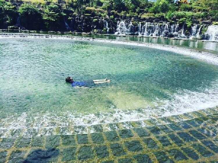 Hồ Bơi Tự Nhiên