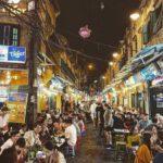Phố cổ Hà Nội là thiên đường vui chơi dành cho du khách tây ba lô