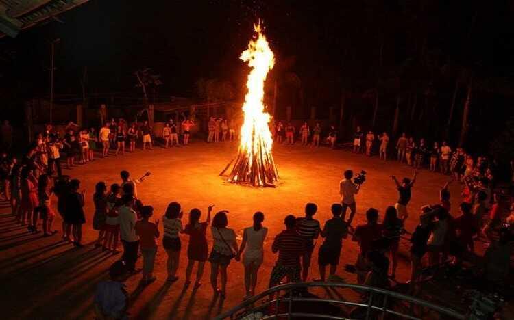 đốt lửa trại