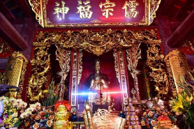 chánh điện đền thờ