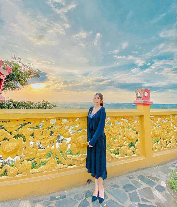 chụp ảnh check in chùa châu thới