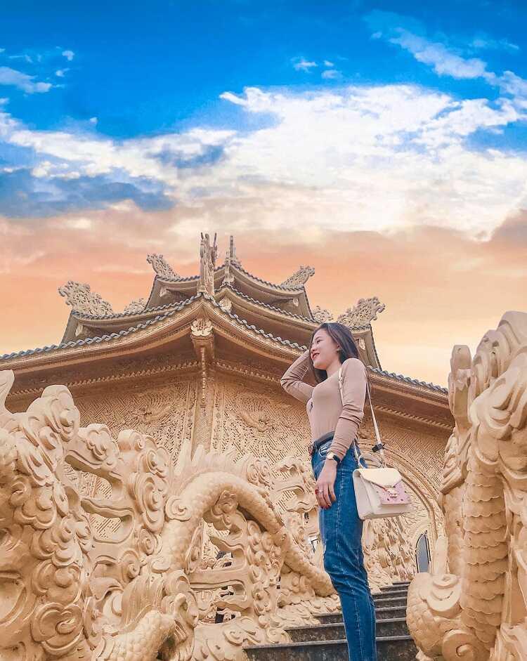 chụp ảnh đẹp tại chùa phúc lâm